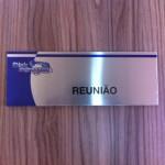 placa de sala reunião em aço escovado